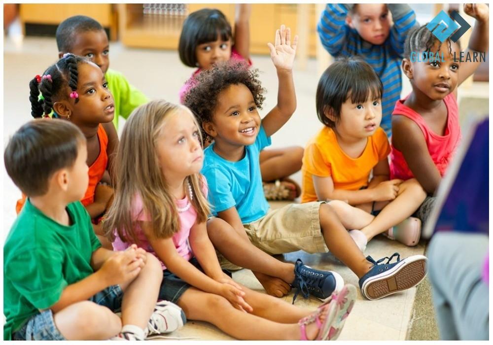 Trẻ học ngôn ngữ