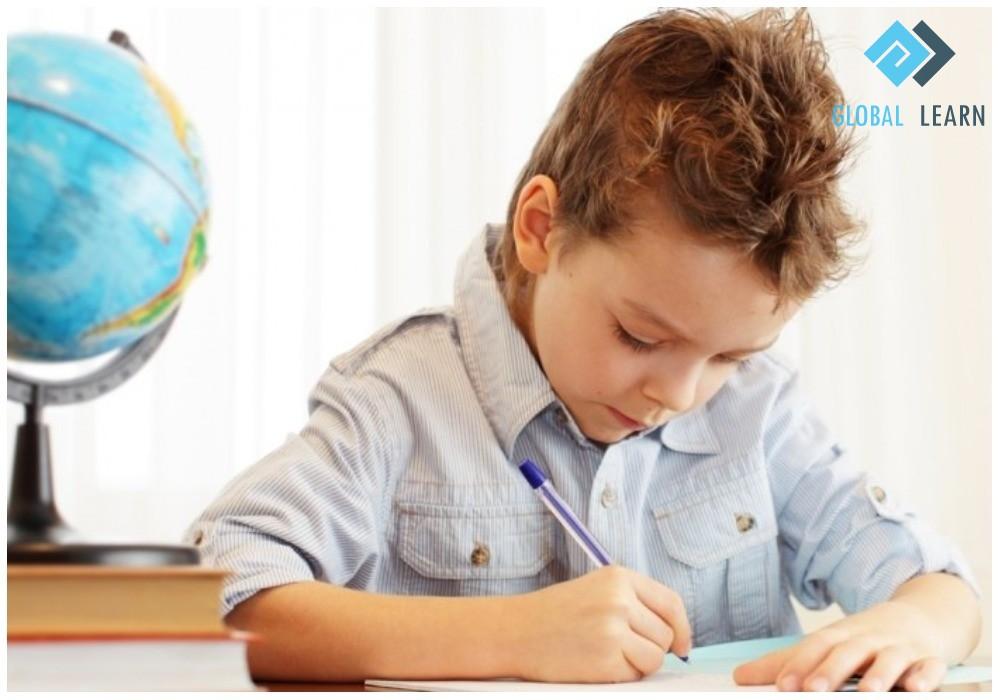 Trẻ em học ngoại ngữ